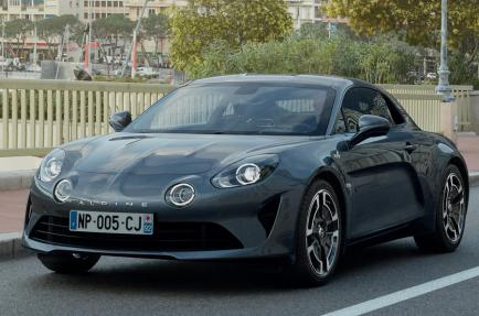 two-new-versions-for-the-alpine-a110-at-the-geneva-motor-show-07h00-uk-270218-2.jpg