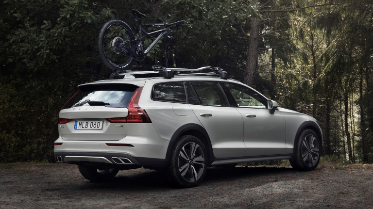 238221_new_volvo_v60_cross_country_exterior.jpg