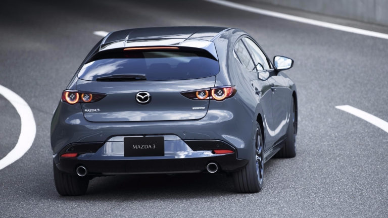 11_Mazda3_5HB_EXT_Polymetal Gray Metallic_11