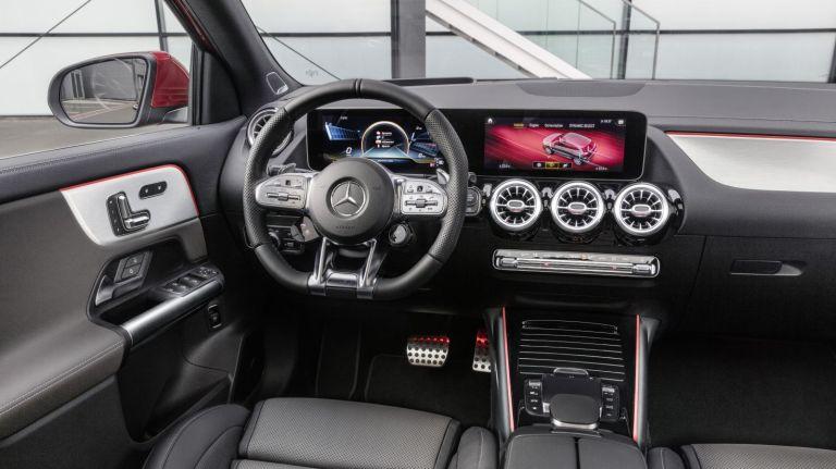 2020-Mercedes-AMG-GLA35-19C0991_009